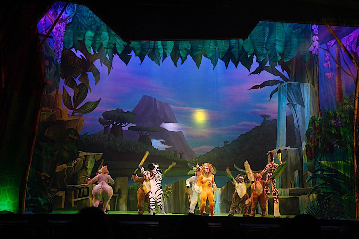 Photo 11 in 'Madagascar Live!' gallery showcasing lighting design by Mike Baldassari of Mike-O-Matic Industries LLC