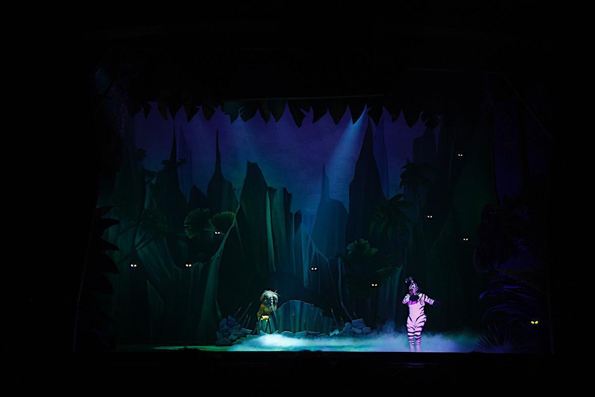 Photo 12 in 'Madagascar Live!' gallery showcasing lighting design by Mike Baldassari of Mike-O-Matic Industries LLC